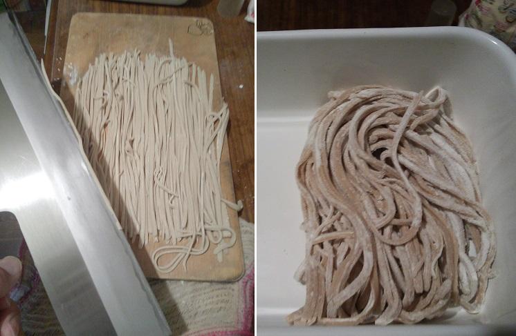蕎麦切り包丁の試し切りのために蕎麦を打つ